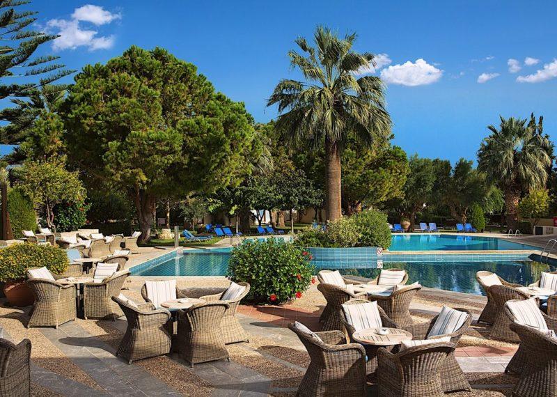 lobby-bar-outside-pool -enpro